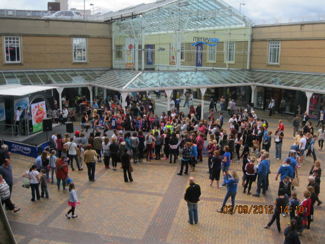 merseyway-festival-in-the-sunshine-041